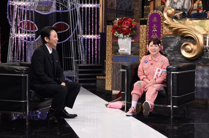 左から有吉弘行、森昌子。(c)日本テレビ