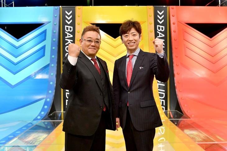 「爆笑!スライダー」MCの(左から)サンドウィッチマン伊達、フットボールアワー後藤。(c)TBS