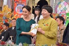 左から山口紗弥加、森三中・大島。(c)読売テレビ