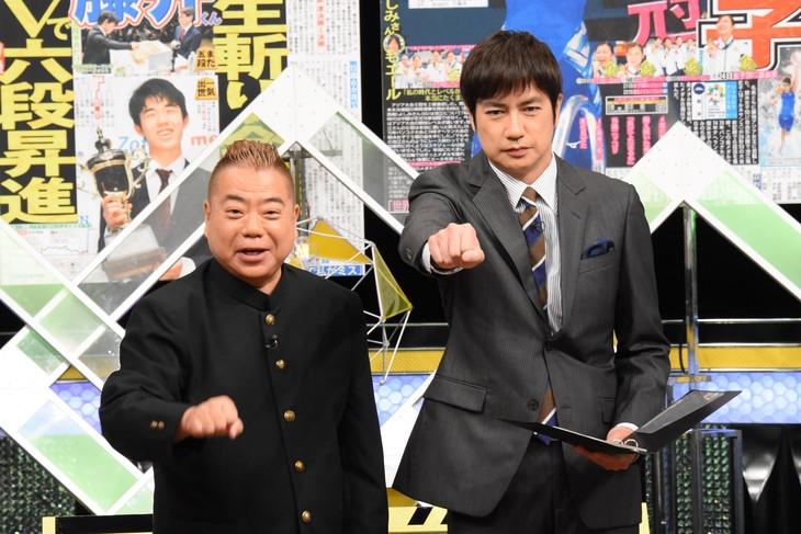 左から出川哲朗、羽鳥慎一。(c)日本テレビ