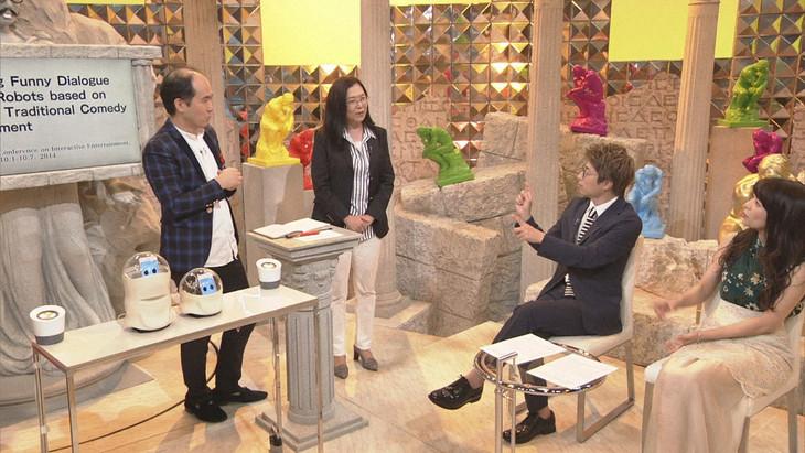 左からトレンディエンジェル斎藤、甲南大学・灘本明代教授、田村淳、ゲストの三倉茉奈。