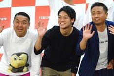 左から大地洋輔(ダイノジ)、おばたのお兄さん、河本準一(次長課長)。