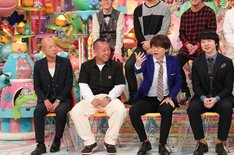 (手前左から)バイきんぐ、三四郎。(c)テレビ朝日