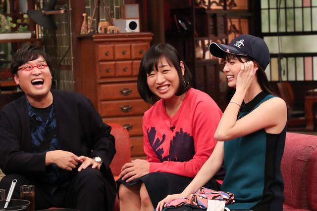 (左から)南海キャンディーズ、新川優愛。 (c)関西テレビ