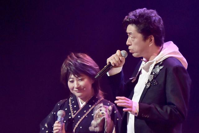 中村雅俊(右)