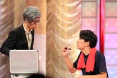 2本目のコント「データボクシング」を披露するGパンパンダ。(c)NHK