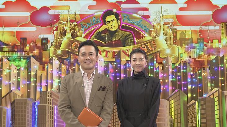 くりぃむしちゅー有田(左)とゲストの竹内結子(右)。(c)NHK