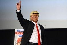 トランプ大統領に扮した松下アキラ。