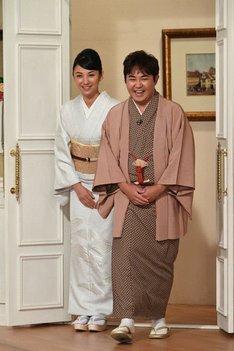 「徹子の部屋」に出演する林家三平、国分佐智子夫妻。(c)テレビ朝日