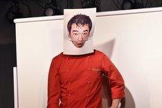村田渚のあごモノマネを披露するHEY!たくちゃん。