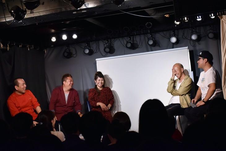 「村田渚13回忌LIVE」に出演する、左からHEY!たくちゃん、チャイムのだんな(松丘慎吾)と赤プル、バイきんぐ小峠、コトブキツカサ。