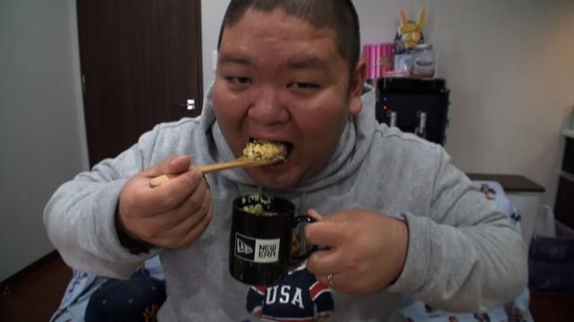 「梅沢富美男のズバッと聞きます!」で1週間の朝サバ缶生活に挑むANZEN漫才あらぽん。 (c)フジテレビ