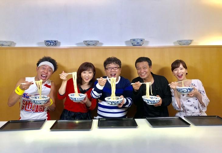 左からサンシャイン池崎、松本明子、キャイ~ン天野、中山秀征、皆藤愛子。