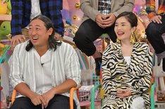 (左から)ロバート秋山、平野ノラ。(c)テレビ朝日