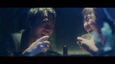 吉本坂46「泣かせてくれよ」のMVより。