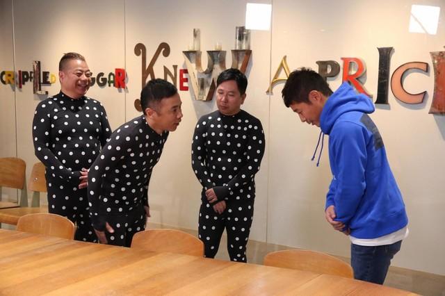 左から、出川哲朗、ナインティナイン岡村、爆笑問題・田中、前澤友作氏。(c)フジテレビ
