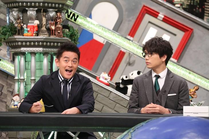 「全力!脱力タイムズ」に出演する(左から)スピードワゴン井戸田、山崎育三郎。(c)フジテレビ