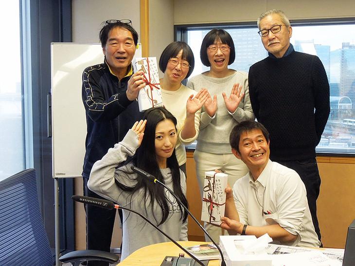 後列左から、きたろう、阿佐ヶ谷姉妹、大竹まこと。前列左から壇蜜、太田英明(文化放送アナウンサー)。