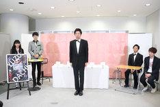 「ゆず立ち王決定戦」審査員を務めた藤崎マーケット・トキ(中央)。