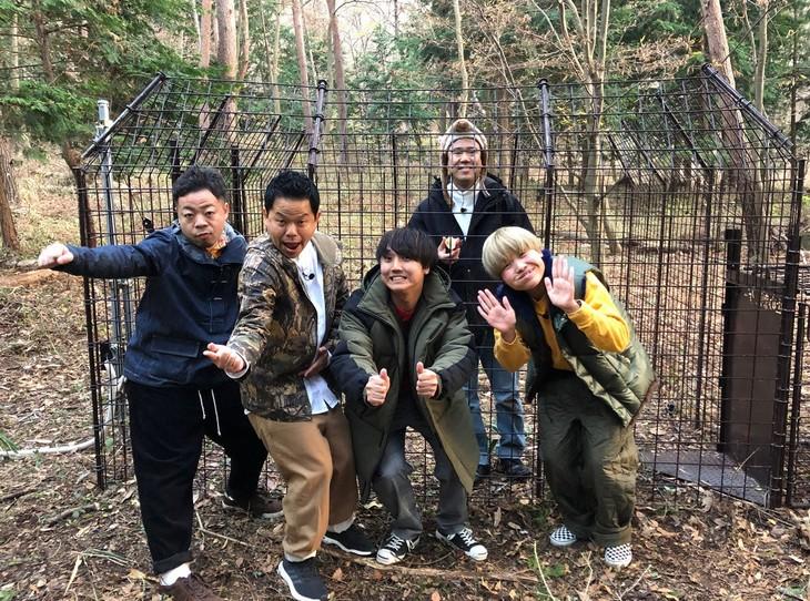 「笑神様は突然に… 2019開運初笑いSP」内で展開される「今年の干支を食らう!新春初狩り」の参加者たち。(c)日本テレビ
