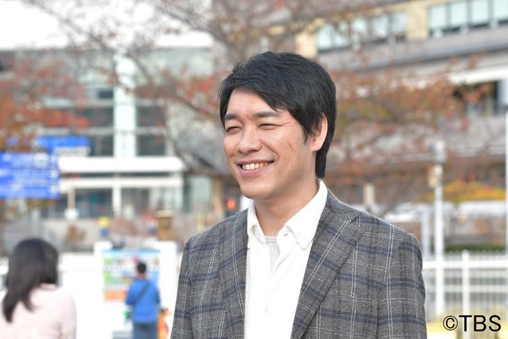 「火曜ドラマ『初めて恋をした日に読む話』」に出演する麒麟・川島。