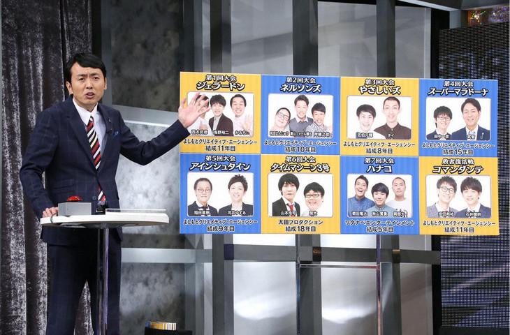 出場芸人について解説するアンガールズ田中。(c)テレビ東京