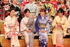 (手前左から)片瀬那奈、大久保佳代子、若槻千夏、ギャル曽根。(c)フジテレビ