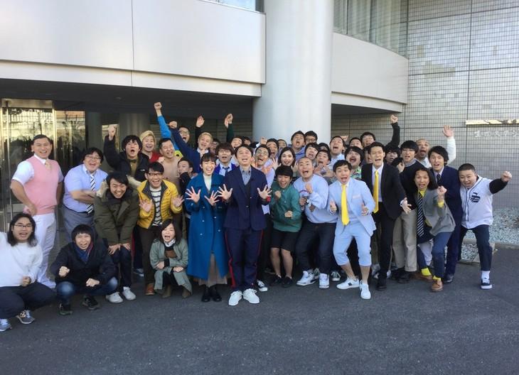 「有吉の壁 ~新春早々45人の芸人が挑む 初笑い!初出し!初なりきり祭り!~」の出演者たち。(c)日本テレビ