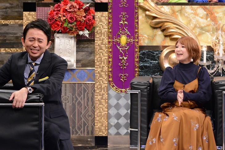 左から有吉弘行、矢口真里。(c)日本テレビ