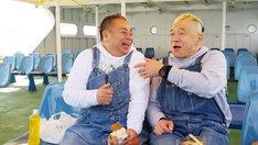 出川哲朗(左)とキャイ~ン・ウド鈴木(右)。(c)テレビ東京