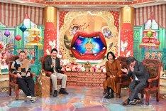 (左から)千鳥、犬山紙子、宮崎哲弥。(c)ABC