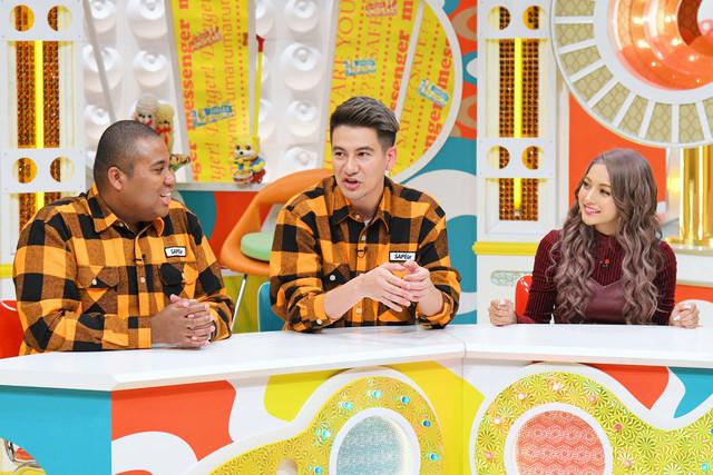 衣装が被っているマテンロウ・アントニー(左)とJOY(中央)。(c)MBS
