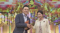 有田P(左)とゲストの宮崎美子(右)。(c)NHK