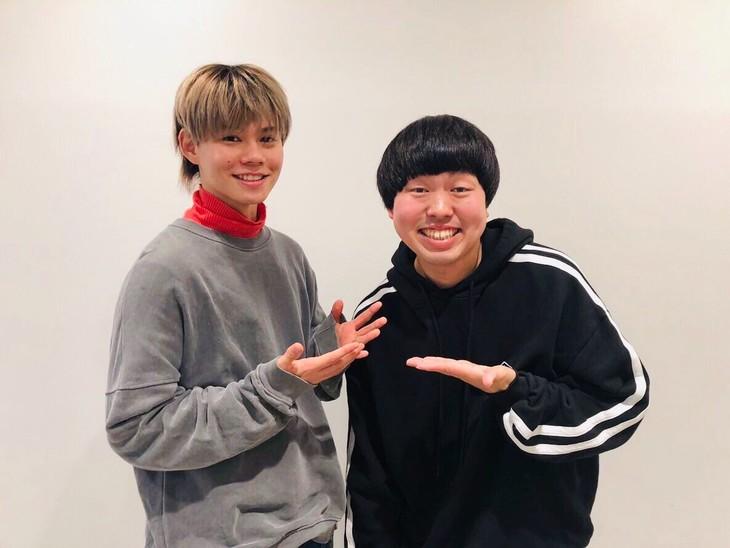 「ラジナタ!」金曜日担当のカイ(左)とゲストのジェラードンかみちぃ(右)。