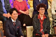 「櫻井・有吉THE夜会」に出演する(手前左から)有吉弘行、滝藤賢一。(c)TBS