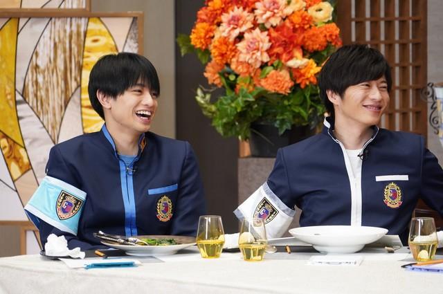 左から中島健人、田中圭。(c)日本テレビ