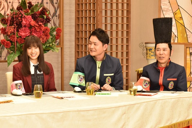 左から土屋太鳳、千鳥ノブ、ナインティナイン岡村。(c)日本テレビ