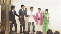 ピエール瀧のためのネタを披露するザ・ギース。(c)NHK