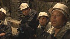 林業に挑戦する出演者たち。(c)RCC