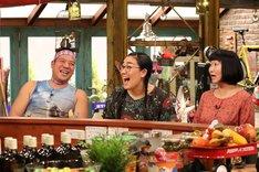 (左から)チェリー吉武とたんぽぽ白鳥夫妻、たんぽぽ川村。(c)関西テレビ