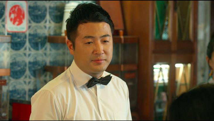 和牛・水田演じる喫茶店マスター。