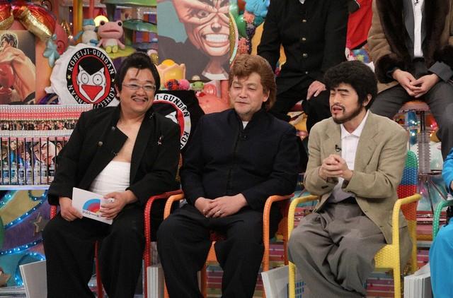 (左から)サンドウィッチマン、バカリズム。(c)テレビ朝日