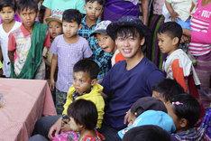 「世界ウルルン滞在記SP」にてミャンマーを旅する竹内涼真。