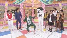 怪奇!YesどんぐりRPG(左)とイージードゥダンサーズ(右)。(c)中京テレビ