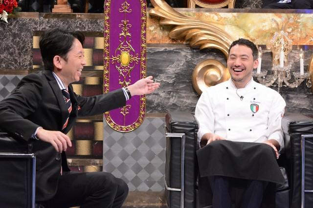 左から有吉弘行、ベリッシモ・フランチェスコ。(c)日本テレビ