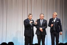 「アウトレイジ 最終章」で「TSUTAYA特別賞」を受賞したビートたけし(左)。