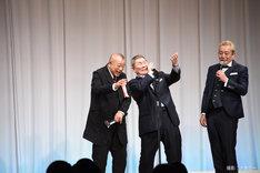 「第19回ビートたけしのエンタメ賞」日本芸能大賞を受賞した笑福亭鶴瓶(左)と、ビートたけし(中央)