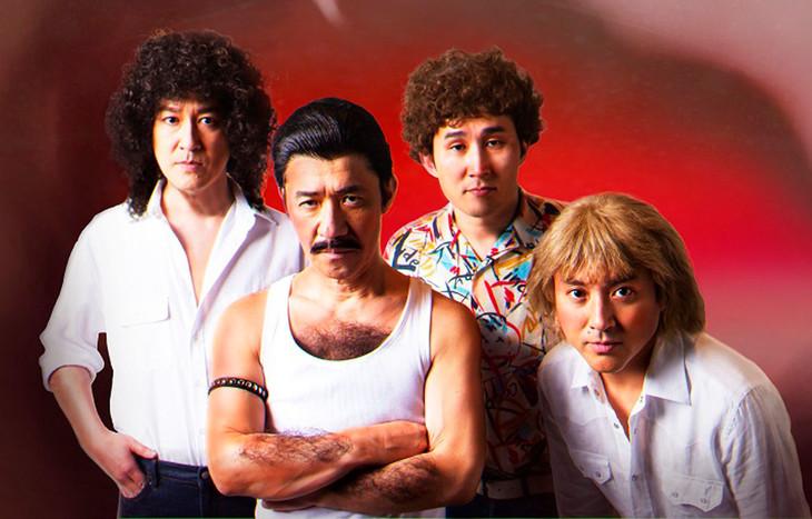 クイーンに扮する(左から)ココリコ田中、内村光良、シソンヌじろう、ムロツヨシ。(c)NHK
