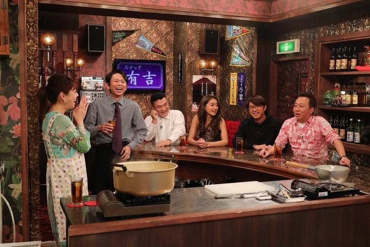 さまぁ~ず(右)がゲスト出演する「スナック有吉」のワンシーン。(c)関西テレビ