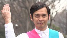 ワケメンに扮する河相我聞。(c)NHK